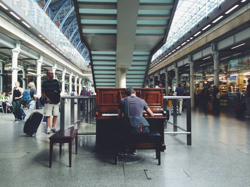 WilliamPianoPlayTrainStationLondon